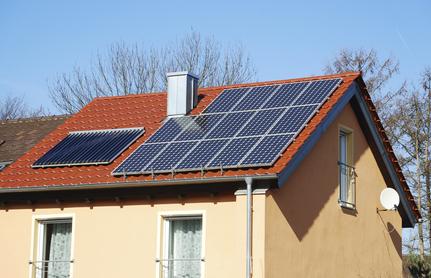Dotácie na slnečné kolektory a kotle na biomasu: štátny príspevok, ktorý má zmysel