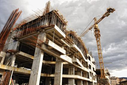 Bytov sa stavia stále viac