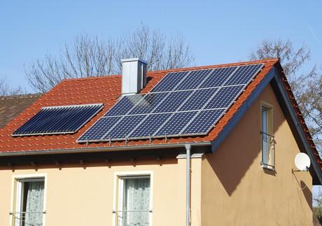 """Aj bytové domy môžu získať """"kotlové"""" a """"slnečné"""" dotácie"""