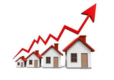 Rastú už aj ceny domov